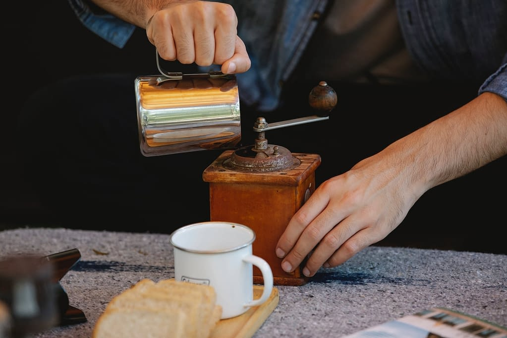 Instant coffee health into coffee grinder